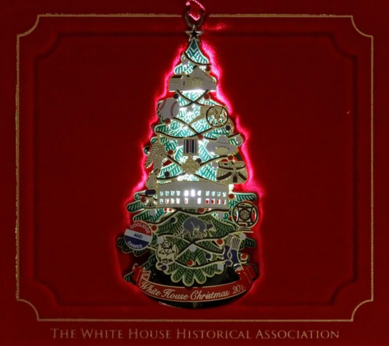 When lit the 3d aspect of the ornament is pronounced and the coolidge ornaments come to